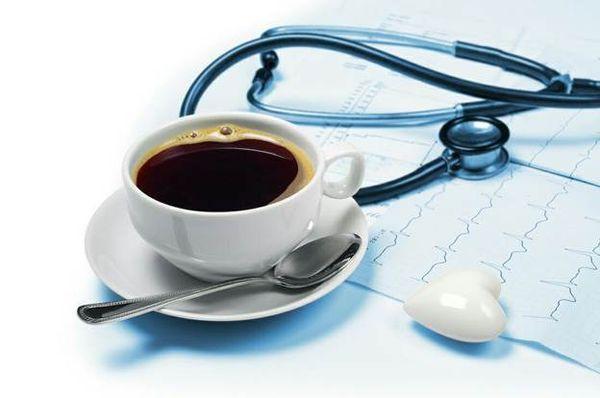 кофе и медицинский прибор