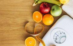 Фрукты и весы