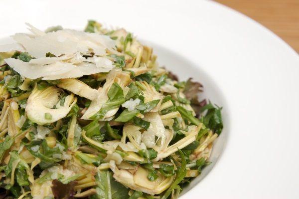 Салат со свеклой, огурцами, рукколой