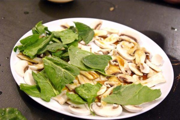 Салат со свежими грибами