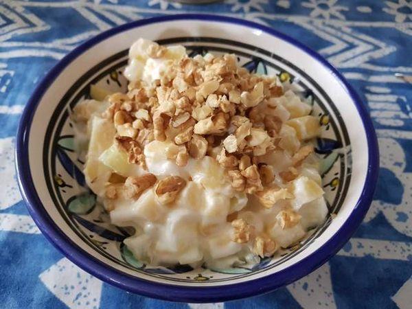 Салат с сельдереем и йогуртом