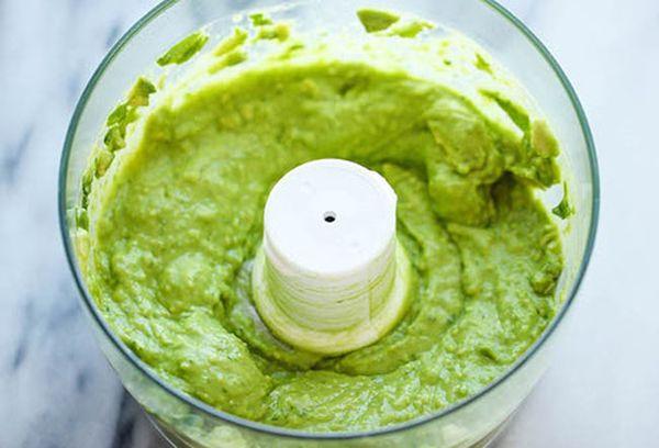паста из авокадо и брокколи
