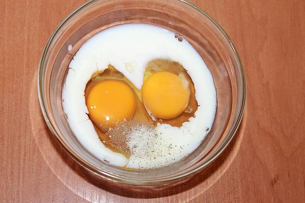 молоко с яйцами и солью
