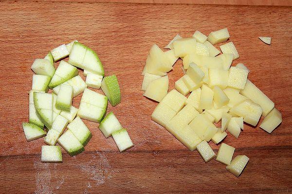 кабачок и картофель кубиками