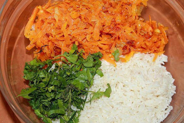 рис, морковь и зелень для фарширования