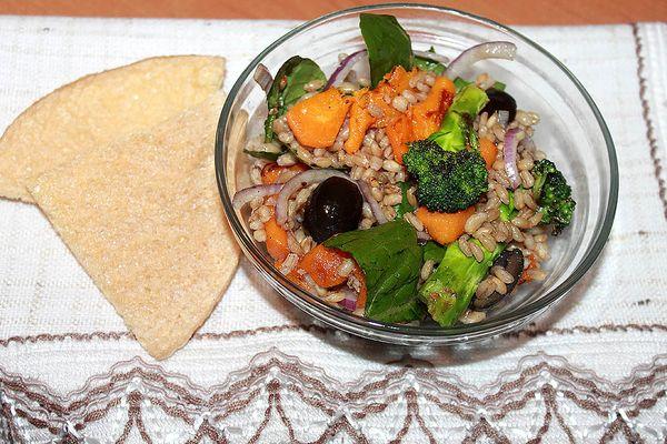 как приготовить теплый салат из перловки