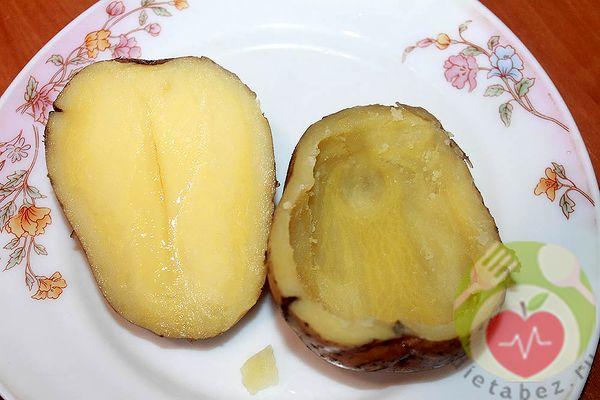 Разрезаем картофель и вынимаем сердцевину
