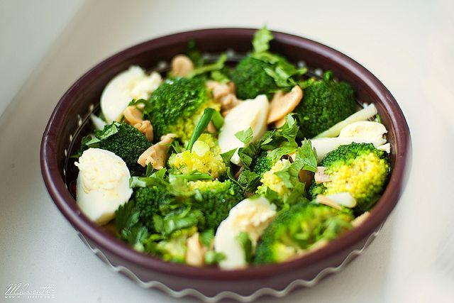 Салат с сыром и брокколи