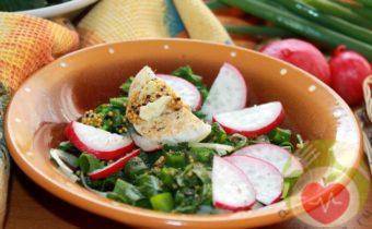 Салат с редисом и крапивой